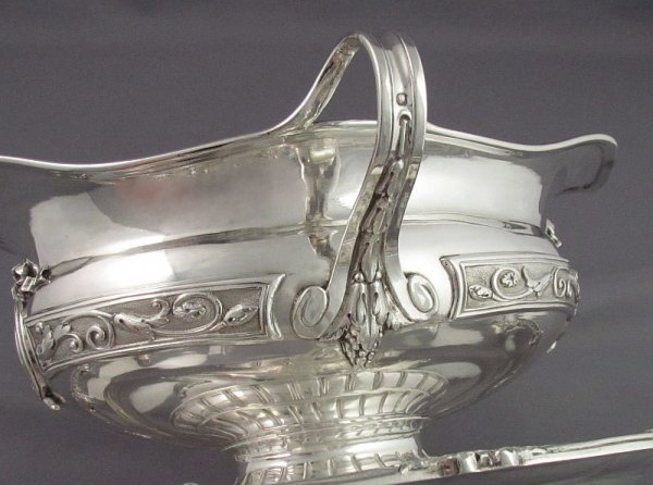 Massive and fine quality French .950 silver gravy boat on stand by Emile Hugo, Paris c. 1870. Oblong shape with two loop