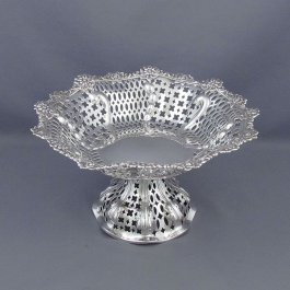 A Victorian sterling silver comport by Charles Stuart Harris, hallmarked London 1890. Pierced serpentine body