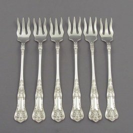 A set of 6 sterling silver oyster forks in Queens pattern by Roden Brothers, Toronto c. 1925.