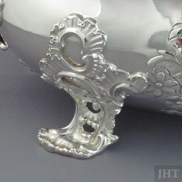A fine quality German .800 silver soup tureen on stand by Gebruder Friedlander, Berlin c. 1900. Ornate Rococo style, oblong