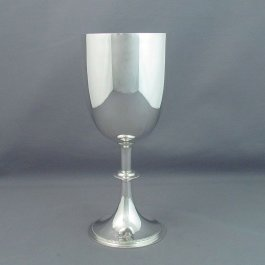 A large antique Edwardian sterling silver goblet by John Round, hallmarked Chester 1909. Plain body on pedestal foot