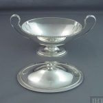 A pair of fine quality George III sterling silver sauce tureens by Daniel Smith & Robert Sharp, hallmarked London 1781.