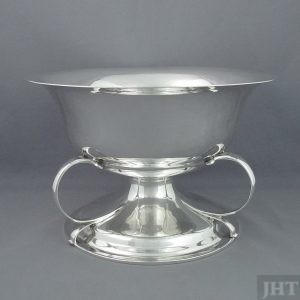 A large Arts and Crafts silver bowl. Antique Edwardian sterling silver bowl by George Jackson & David Fullerton, hallmarked London 1904.