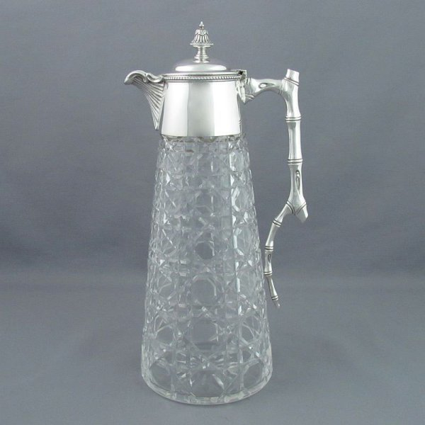 A fine quality Edwardian sterling silver claret jug by Goldsmiths & Silversmiths, hallmarked London 1901. Conical shape