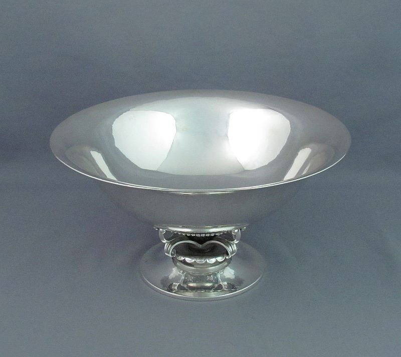 Georg Jensen sterling silver bowl, Copenhagen post 1945, design #234C (designed by Georg Jensen). Circular bowl with flared