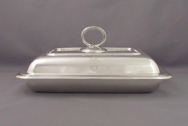 A George V sterling silver entree dish by Crichton Brothers, hallmarked London 1919. Rectangular shape with applied