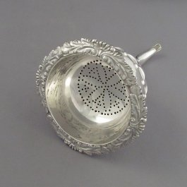 A George IV sterling silver wine funnel by Joseph Angell I, hallmarked London 1820. Regency style with fluted body and acanthus