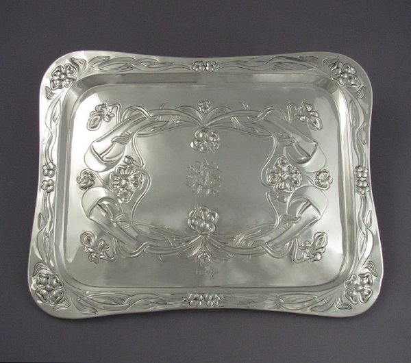 An Edwardian sterling silver dressing table tray by Walker & Hall, hallmarked for Sheffield 1905. Rectangular shape, embossed
