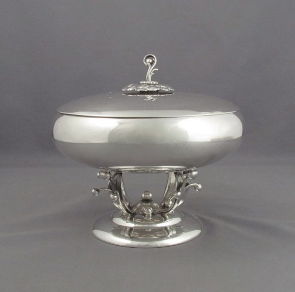 A sterling silver covered bowl or bonboniere by Woodside