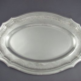A fine quality French .950 silver serving platter or meat platter by Cartier, Paris c. 1890. Oval Cartier sterling silver serving platter